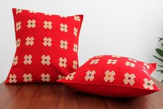Un favorito personal de mi tienda Etsy https://www.etsy.com/mx/listing/451337868/hand-woven-red-cushion-cver-from-chiapas