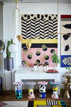 Get the lowdown on the maximalism-inspired trend that's taking over the world of interior design. The iconic design movement, known as Memphis Design, is back and here to stay. Contemporary Interior Design, Modern Interior Design, Interior And Exterior, Colour Pop Interior, Contemporary Stairs, Contemporary Cottage, Kitchen Contemporary, Contemporary Apartment, Contemporary Wallpaper