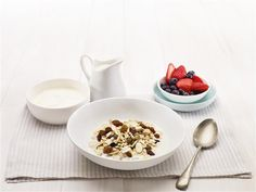 Looking for healthy vegetarian recipe ideas for yourself or your family? Check out this healthy Homemade Muesli recipe for a delicious breakfast from LiveLighter today. Vegan Vegetarian, Vegetarian Recipes, Vegetarian Breakfast, Muesli Recipe, Low Carb Recipes, Healthy Recipes, Homemade Muesli, Breakfast Recipes, Healthy Eating