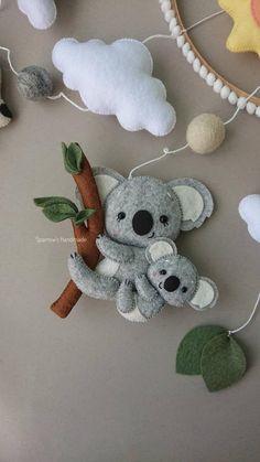 Australian animals baby mobile koala kangaroo parrot mobile travel newborn nursery decor natural - List of the most beautiful baby products Handgemachtes Baby, Felt Baby, Baby Toys, Felt Crafts, Diy And Crafts, Felt Mobile, Mobile Baby, Baby Mobiles, Newborn Nursery