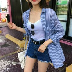 99 Stunning High Wasted Jeans Outfit Ideas Women Jeans Ideas of Women Jeans 99 Stunning High Wasted Jeans Outfit Ideas Jeans has always been an easy fashion statement. Mode Outfits, Short Outfits, Casual Outfits, Fashion Outfits, Womens Fashion, Fashion Clothes, Classy Outfits, Vintage Outfits, Fashion Jewelry