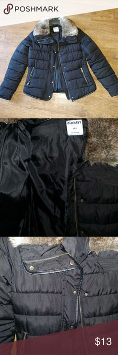 Old navy Womens size Small jacket. EUC Stay warm in this Old Navy jacket! Size small! There is one small and I mean tiny imperfection in left arm as pictured. Only worn maybe 2/3 times! Old Navy Jackets & Coats Puffers