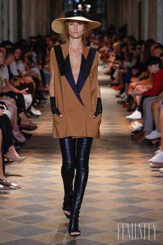 Klobúky značky TONAK navrhol Michael Kováčik špeciálne pre túto prehliadku Coat, Jackets, Fashion, Down Jackets, Moda, Sewing Coat, Jacket, Fasion, Coats
