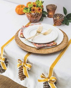 Christmas Crafts, Christmas Decorations, Table Decorations, Christmas Tree Accessories, Southern Ladies, Star Of Bethlehem, Al Fresco Dining, Fall Table, Easter Table