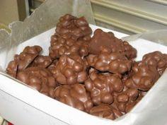 Neute Lekkers http://lekkerreseptevirdiejongergeslag.blogspot.com/2014/07/neute-lekkers.html  Bestandele:  150 g sjokolade blok  100 g neu...