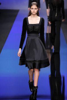 Elie Saab Parigi - Collections Fall Winter - Shows - Vogue. High Fashion, Fashion Show, Paris Fashion, Fashion Black, Couture Fashion, Womens Fashion, Elie Saab Fall, Ellie Saab, Vogue