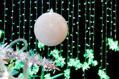 white xmas ball on RGB LED background, 'York 800' detail // © Idolight