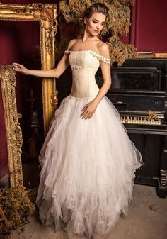 Hortensia Wedding gown and photo courtesy of Jordi Dalmau