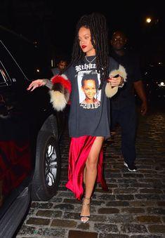Rihanna Rocks T-Shirt With Childhood Photo of Herself On It, Because She's Rihanna - Essence Rihanna T Shirt, Rihanna Outfits, Fashion Outfits, Rihanna Sneakers, Rihanna Dress, Rihanna Fashion, Estilo Rihanna, Mode Rihanna, Rihanna Riri