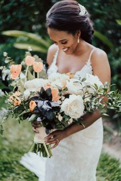 Beachy bohemian bouquet Photo: @elephantgraphy Brides And Bridesmaids, Bridesmaid Bouquet, Wedding Bouquets, Wedding Trends, Wedding Designs, Wedding Styles, Winter Wedding Flowers, Summer Wedding, Curly Hair Styles