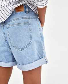 Hipster fashion is not an easy task, but there are basic looks every hipster girl can achieve. Hipster Outfits, Adrette Outfits, Preppy Outfits, Hipster Fashion, Short Outfits, Bermuda Shorts Outfit, Denim Shorts Outfit, Modest Shorts, Mom Jeans Outfit