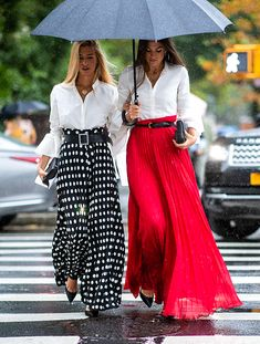 Long skirts and white blouses … – Best outfit ideas Look Fashion, Womens Fashion, Fashion Design, Fashion Trends, 70s Fashion, Fashion Details, Mode Outfits, Casual Outfits, Long Skirt Outfits