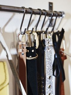 Hang a Belt Rack --- It only takes five minutes to organise one aspect of your wardobe and Ikea affordable kitchen rails also double up as a nifty belt rack. Tiny Closet, Small Closets, Master Closet, Closet Bedroom, Closet Wall, Open Closets, Dressing Pas Cher, Dressing Ikea, Dressing Room