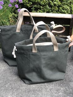 Leather Gifts, Handmade Leather, Leather Bags, Diy Bags Purses, Canvas Tote Bags, Waxed Canvas Bag, Canvas Totes, Bag Patterns To Sew, Denim Bag