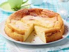 Einfacher Quarkkuchen – das The extra juicy quark cake is quickly stirred together and ready for the oven. Here is the best recipe. Hawiian Food, Fodmap Recipes, Smoothie Recipes, Cookie Recipes, Bakery, Sweet Treats, Food And Drink, Yummy Food, Favorite Recipes