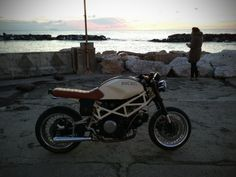 Dusty Wheels Racers - cafe racers and bike culture: Ducati Monster cafe racer by Simone de Ranieri