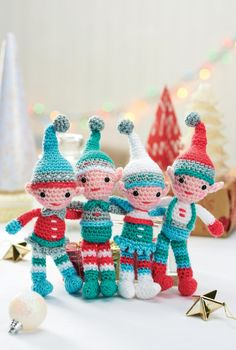 A family of crocheted Christmas elves that are adorable.. I would love to make loads of these,hang on my tree,and have kids pick out an elf for themselves!..such fun!...FREE PATTERN!