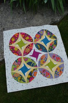 Eclipse quilt pattern, curved piecing quilt pattern by Color Girl. Good to show off large scale prints