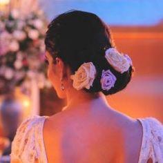 flores de cabelo rosas preservadas Márcia Aquino