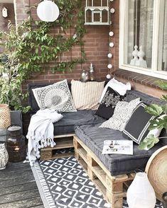 28 Elite Balcony Couch Design ideas With Pallets That Make You Feel Comfortable . - 28 Elite Balcony Couch Design ideas With Pallets That Make You Feel Comfortable – Balcony - Small Balcony Design, Small Balcony Decor, Tiny Balcony, Balcony Garden, Small Balcony Furniture, Small Flat Decor, Patio Balcony Ideas, Patio Diy, Terrace Decor