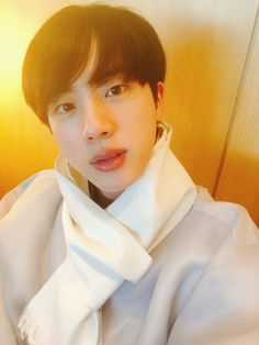 Jin ❤ [BTS Trans Tweet] 이리오너라. 달방을 기대해주세여 / Come out. Please look forward to run BTS (So the best WORLDWIDE airport fashion of the day, was because of run BTS lmaosnsnsn a punishment?) #BTS #방탄소년단