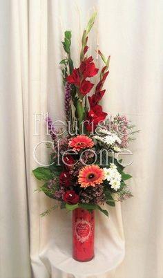 Corbeille dans un vase dans les teintes de rosés et rouges Arrangements Funéraires, Lys Calla, Costa Rica, Paradise, Floral Wreath, Tropical, Birds, Vase, Wreaths
