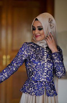 Minel Aşk - Melissa Elbise Mor // Too much makeup, but otherwise I really like it. Abaya Fashion, Muslim Fashion, All Fashion, Work Fashion, Modest Fashion, Kebaya Dress, Arabic Dress, Hijab Trends, Beautiful Muslim Women