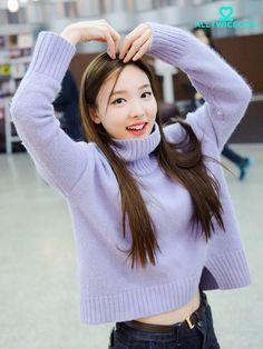 Twice Nayeon Airport Fashion - Official Korean Fashion Kpop Girl Groups, Korean Girl Groups, Kpop Girls, Kpop Fashion, Korean Fashion, Airport Fashion, Snsd, Asian Woman, Asian Girl