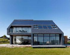 La vida, la luz y el aire se reflejan en la arquitectura consiguiendo una vivienda que da más de lo que recibe.