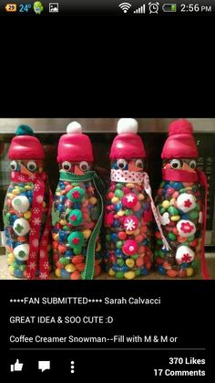 Decorate a coffee mate container and fill with Christmas goodies. Christmas Jars, Homemade Christmas Gifts, Christmas Things, Christmas Goodies, Reuse Bottles, Reuse Containers, Holiday Crafts, Holiday Ideas, Christmas Ideas