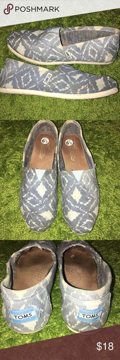 TOMS Canvas Shoes TOMS Canvas Shoes. Size 6.5. Shoes are Worn. Great for After the Studio! Light Travel Shoe as Well. TOMS Shoes Sneakers