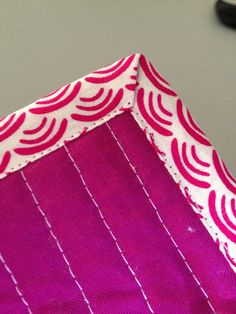 Machine Binding A machine binding tutorial for perfect corners every time! ~ Wasn't quilt in a DayA machine binding tutorial for perfect corners every time! ~ Wasn't quilt in a Day Quilting 101, Quilting Tutorials, Machine Quilting, Quilting Projects, Sewing Tutorials, Sewing Projects, Machine Binding A Quilt, Beginner Quilting, Quilting Ideas