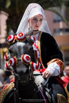 We Are The World, People Around The World, Boho Beautiful, Beautiful People, European Costumes, Costumes Around The World, Sardinia Italy, Italian Beauty, Folk Costume