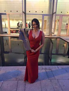 Nuestra Clienta Sara Peris, optó por un vestido largo corte sirena rojo Valentino...Que sexy y elegante!! en su graduación de periodismo, el 25 de Junio en el Palacio de Congresos!! Enhorabuena Sara Peris!🎓🎓🎓