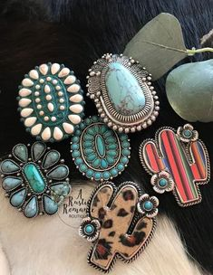 Phone grip,phone grip cover,phone stand,gift for her,western phone gri – A Rustic Romance Jewelry Tags, Body Jewelry, Beaded Jewelry, Vintage Costume Jewelry, Vintage Jewelry, Support Telephone, American Indian Jewelry, Turquoise Jewelry, Country