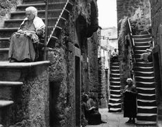 Naples, Italy By Herbert List . - Naples, Italy By Herbert List . Herbert List, Jean Arp, Modern Photography, Street Photography, Photography Rules, Harper's Bazaar, Vintage Italy, Naples Italy, Japanese Streets