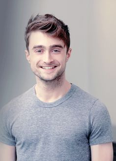 Daniel Radcliffe - he still has that same smile since hp. - Daniel Radcliffe – he still has that same smile since hp. Harry Potter World, Saga Harry Potter, Harry Potter Characters, Daniel Radcliffe Harry Potter, Ginny Weasley, Ron Et Hermione, Hermione Granger, Tom Felton, Saturday Night Live