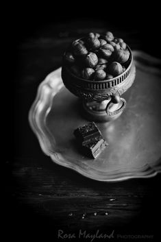 Rosa's Yummy Yums: BLACK AND WHITE WEDNESDAY #153 - HAZELNUTS: A KERN...