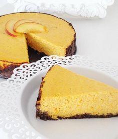 Po ochutnání této dobroty, pasujete dýni hokkaido na zcela jiný level. 🙂Fitness dýňový cheesecake je neskutečné porno. Autor: Barbora Čapková (IG: @barunac) Na čokoládový korpus potřebujeme: 40g jemných ovesných vloček 40g rozemletých ovesných vloček 2 lžíce čokoládového proteinu 1 lžíce holandského kakaa 1 lžíce vody  Všechny sypké suroviny jsem smícháme a následně přidáváme vodu, [...] Cheesecake, Clean Eating, Health Fitness, Food And Drink, Low Carb, Sweets, Cooking, Healthy, Desserts