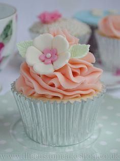 Pretty Vintage Cupcake by thecustomcakeshop, via Flickr
