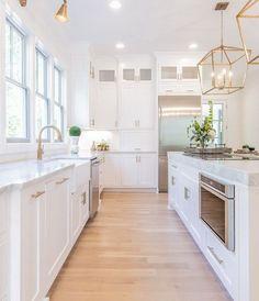 Home Decor Kitchen, Interior Design Kitchen, Home Kitchens, White Kitchen Designs, Kitchen Ideas, White House Interior, Beach House Kitchens, White Interior Design, Kitchen Layout