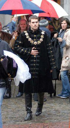 """Henry Cavill on set of """"The Tudors"""" season 2"""