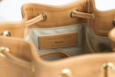 Best Designer Brands, Leather Bags, Wallets, Branding Design, Cool Designs, Luxury, Collection, Leather Tote Handbags, Brand Design