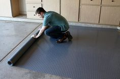 How to Choose Garage Flooring: From tiles to rolls to epoxy, find the right garage flooring for your lifestyle and budget and take you garage and home to the next level! How to Choose Garage Flooring Vinyl Garage Flooring, Garage Floor Paint, Rubber Flooring, Flooring Tiles, Concrete Floors, Diy Concrete, Stained Concrete, Garage House, Garage Shop