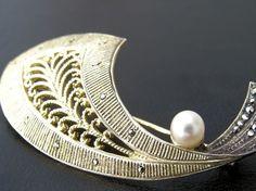 1930s pin - beautiful