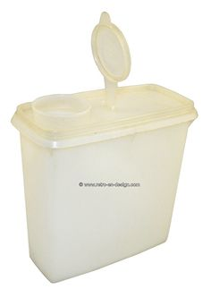 Vintage Tupperware cereal container  Vintage Tupperware cereal container with seal.    This is a large storage container by Tupperware from the 60s/70s. This container has a tight-fitting lid with end cap and is in general used for storing food.  see: http://www.retro-en-design.co.uk/a-44809346/tupperware/vintage-tupperware-cereal-container/