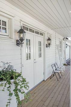 Ocan Living - New England Hus - Myresjöhus New England Hus, Dream House Exterior, Outdoor Living, Outdoor Decor, Home Reno, House Front, Home Fashion, Modern Interior Design, Beach House