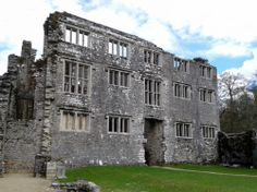 Berry Pomeroy Castle near Totness,South Devon, England. Never completed, and abandoned by 1700, it became the focus of blood-curdling ghost stories. Amazing Buildings, Old Buildings, Abandoned Buildings, Abandoned Castles, Abandoned Mansions, Haunted Castles, Derelict Places, Abandoned Places, Beautiful Architecture