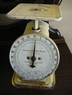 Vintage Scale / 1907 / Home Decor / Columbia Family Scale / Made in the USA… Vintage Scales, Old Scales, Quick News, Rooster Kitchen, Very Lovely, Clocks, Rustic Decor, Columbia, Collections