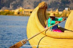 Caballito de totora, Lac Titicaca, Pérou Lac Titicaca, Outdoor Furniture, Outdoor Decor, Boats, Garden Furniture Outlet, Boating, Ships, Boat